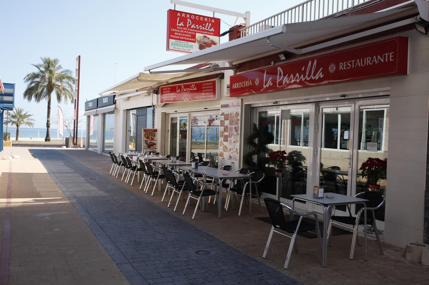 Restaurante Arrocería La Parrilla en primera línea de la Playa de Gandia